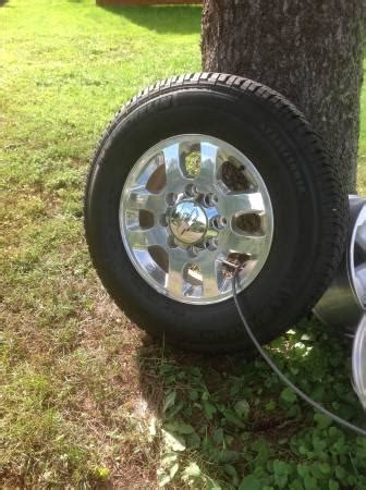Factory Chevy 3/4 ton wheels and tires with pressure