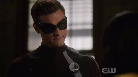The Flash Reveals First Look at Elongated Man's Symbol in